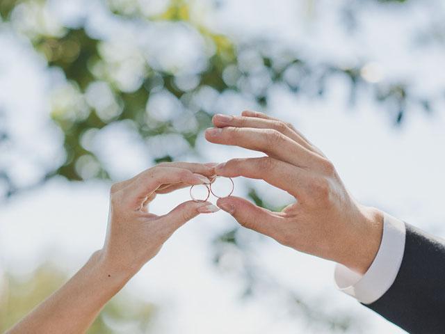 Hände Eheringe