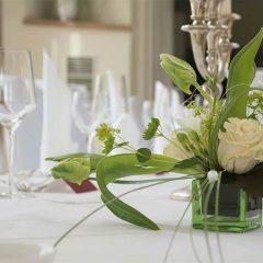Tischdekoration zur Hochzeit von Blumen art hallbuaer